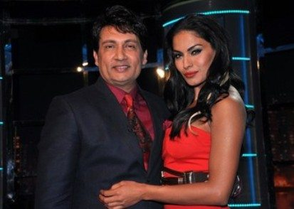 Indian Bollywood actor Shekhar Suman (L) poses with Pakistani actress Veena  Malik on the set of the new television Show �'Movers and Shakers'' in Mumbai late April 8, 2012.    AFP PHOTO/STR (Photo credit should read STRDEL/AFP/Getty Images)