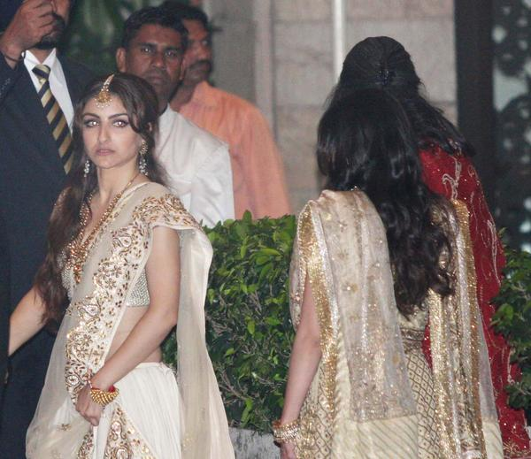 Latest Kareena Kapoor Wedding Picture
