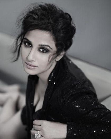 Vidya Balan To Expose Her Thighs In Dirty Picture - Bollywood Garam-7412
