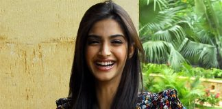 Ghantas 2012 – Sonam Kapoor wins WTF Was That Award