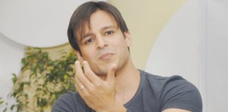 Vivek Oberoi Caught Smoking in Mumbai Restaurant?