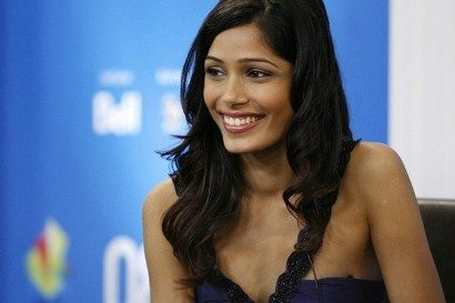 "Actor Freida Pinto smiles during the "" Slumdog Millionaire "" news conference at the 33rd Toronto International Film Festival September 8, 2008.    REUTERS/ Mike Cassese   (CANADA)"