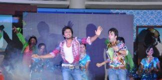 Riteish Deshmukh and Tusshar Kapoor perform at Kyaa Super Kool Hain Hum music launch