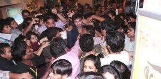 Ranbir Kapoor gets mobbed by female fans