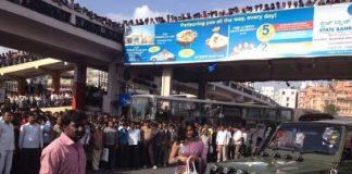Veena Malik mobbed by fans, halts shoot