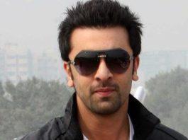 Ranbir Kapoor spotted smooching mystery girl