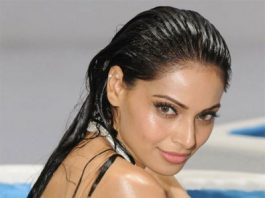 Bipasha Basu uncomfortable with lip lock scenes