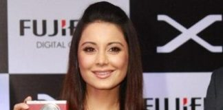 Minissha Lamba launches Fujifilm Xf1 camera