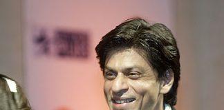 Shahrukh Khan claims Entertainer of the Year award at Big Star Entertainment Awards