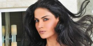 Veena Malik to be kissed more than 100 times for world record