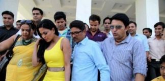 Veena Malik mobbed by fans in Jaipur
