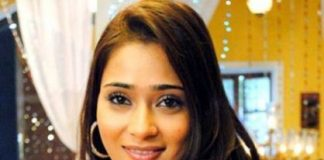 Actress Sara Khan's vehicle overturns, sustains minor injuries