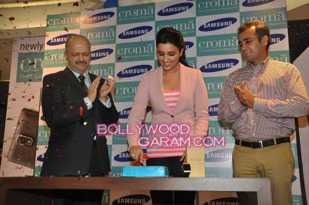 Parinneti Chopra Samsung Note 3 launch-1