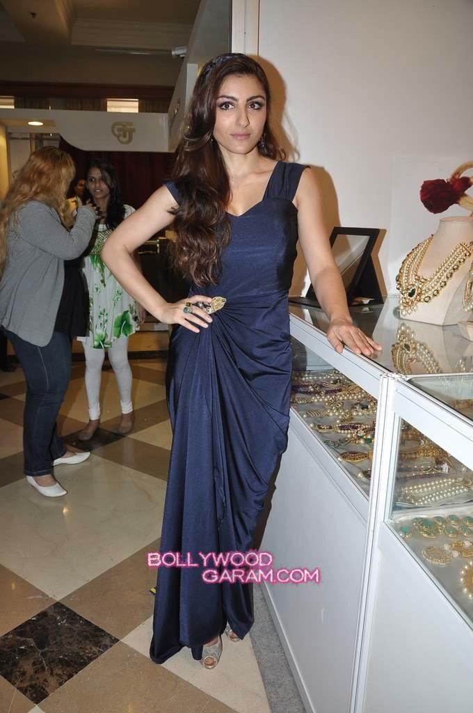 Soha Ali Khan Glamour-2