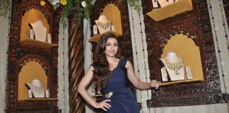 Soha Ali Khan inaugurates Times Glamour Exhibition – Photos