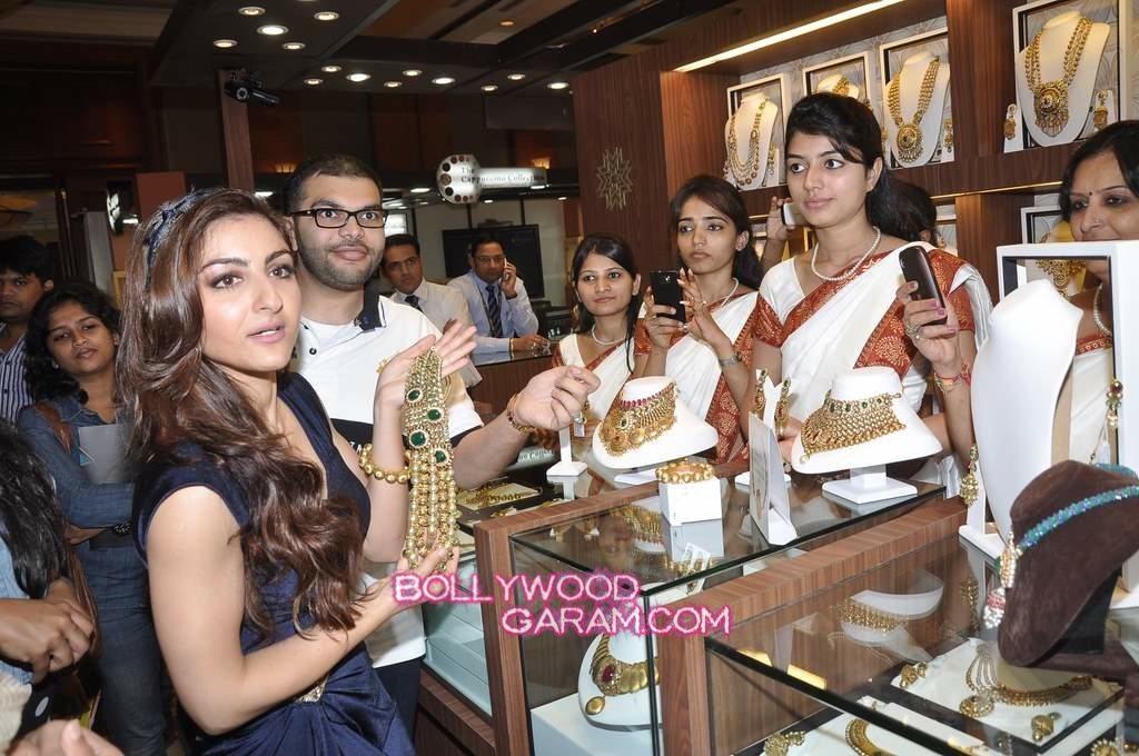 Soha Ali Khan Glamour-4