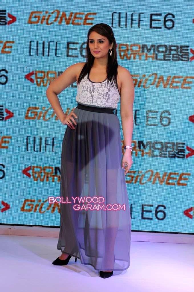 Huma Qureshi Gionee phone launch-3