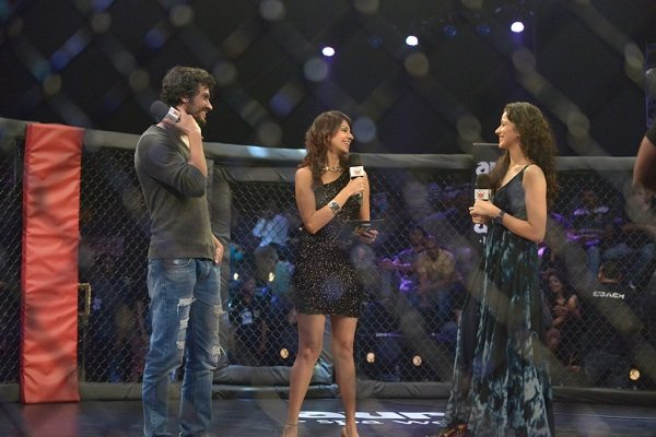 ISHK_Actually_star_cast_at_Super_Fight_League_30-31