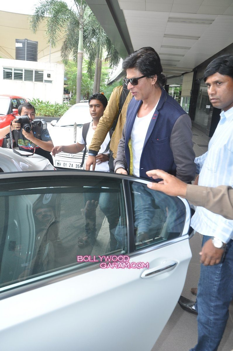SRK Madhuri and Jacqueline at airport-5