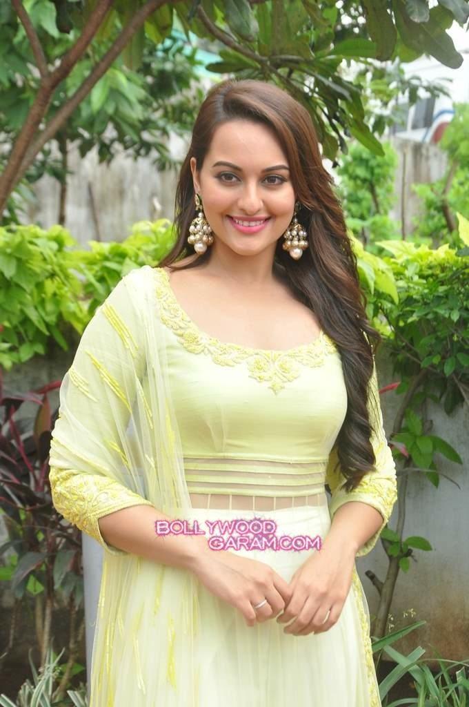 Sonakshi Sinha Diwali Star Plus-1