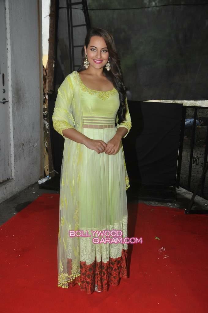 Sonakshi Sinha Diwali Star Plus-4