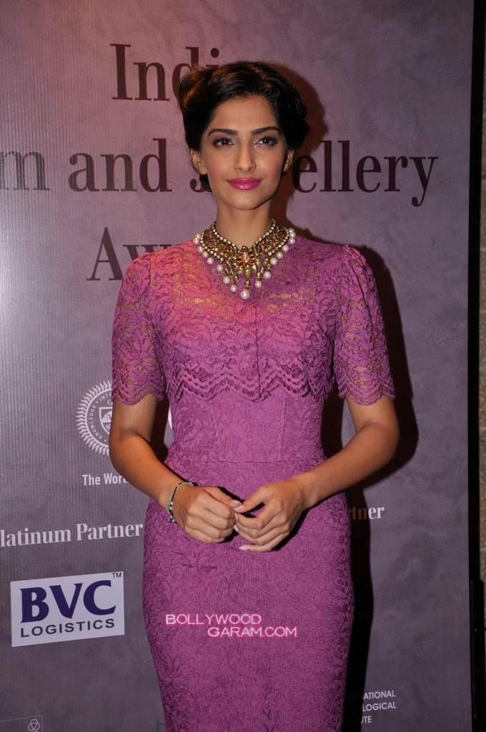 Sonam Kapoor India Gem and Jewellery Awards-1