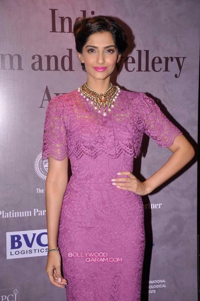 Sonam Kapoor India Gem and Jewellery Awards-3