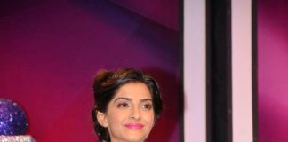 Sonam Kapoor attends India Gem and Jewellery Awards 2013