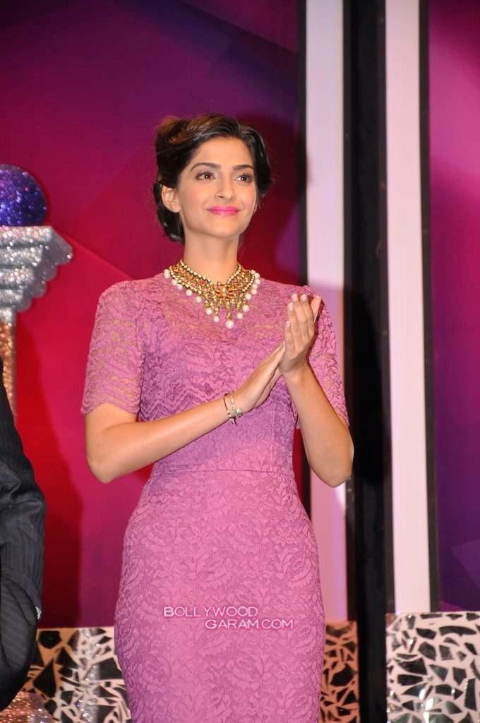 Sonam Kapoor India Gem and Jewellery Awards-4