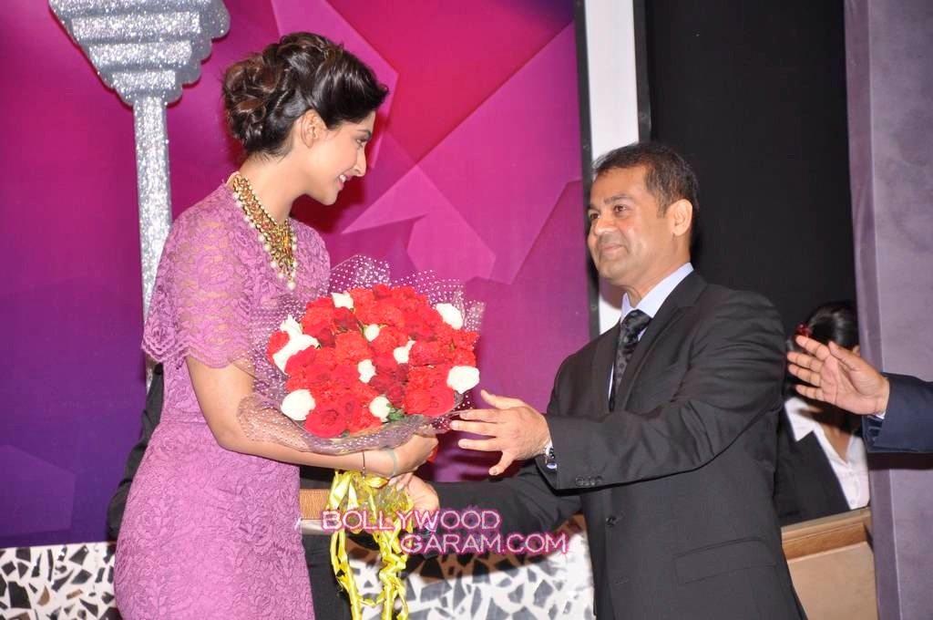 Sonam Kapoor India Gem and Jewellery Awards