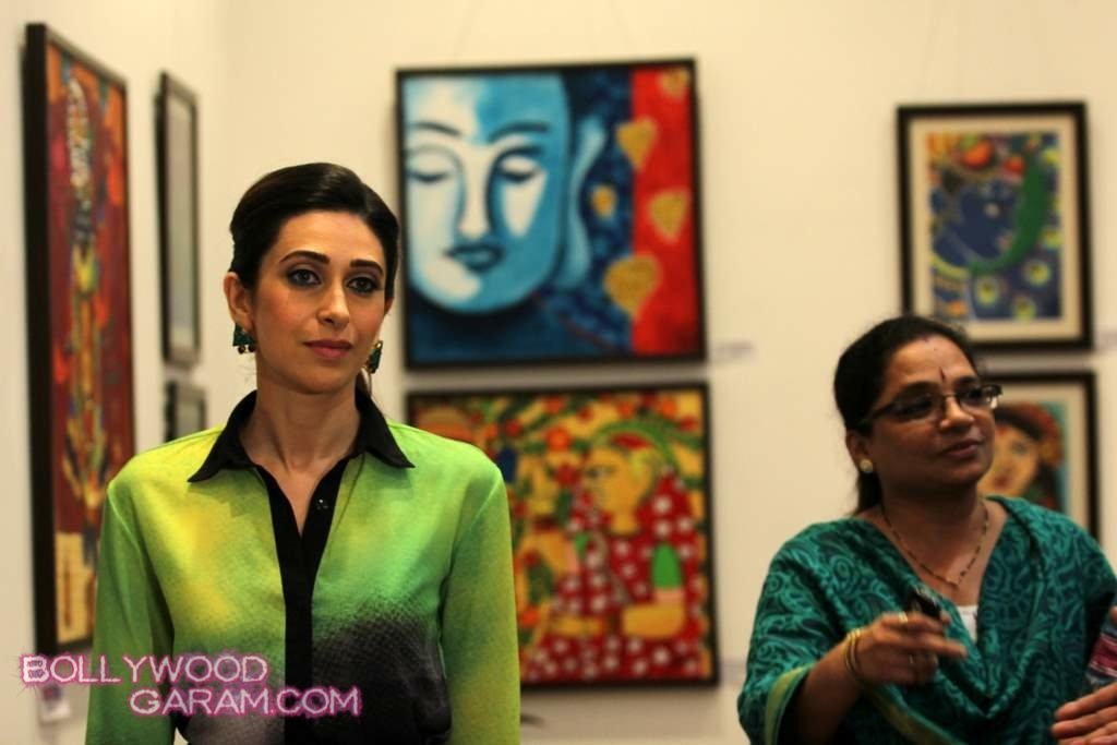 Karisma Kapoor painting exhibition 2013-1