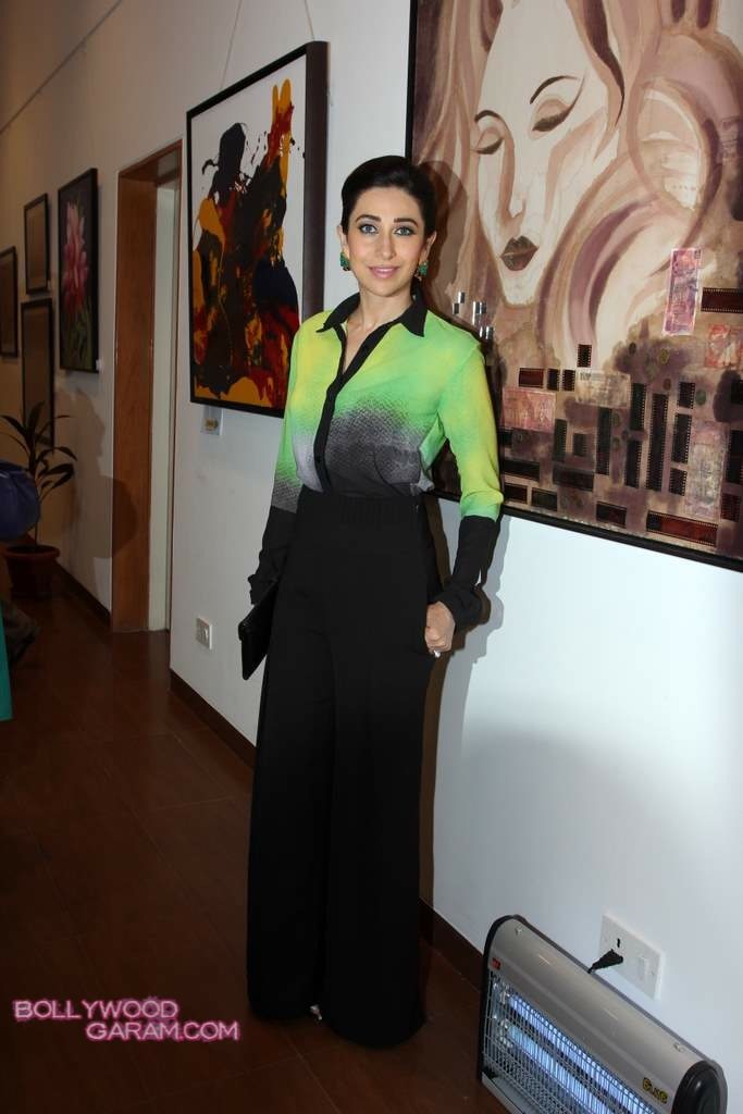 Karisma Kapoor painting exhibition 2013-3