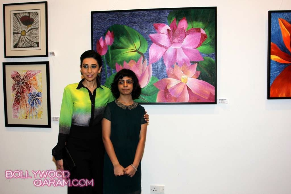 Karisma Kapoor painting exhibition 2013-4