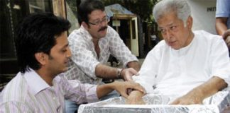 Shashi Kapoor's hand impression tile to be revealed for Walk of the Stars