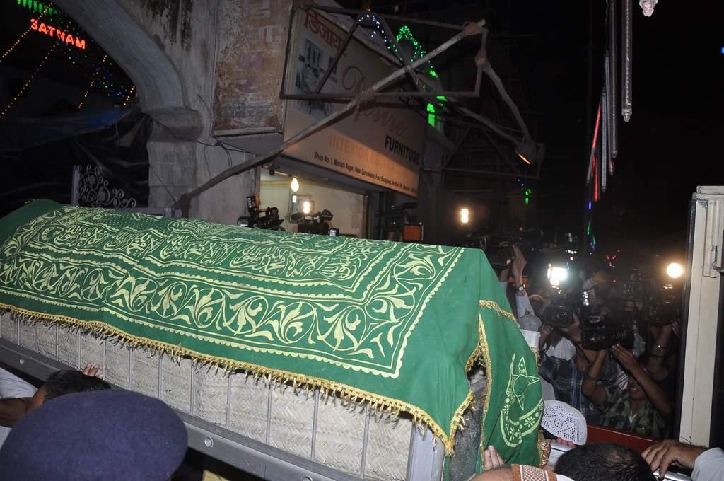 Farooq sheikh funeral (1)