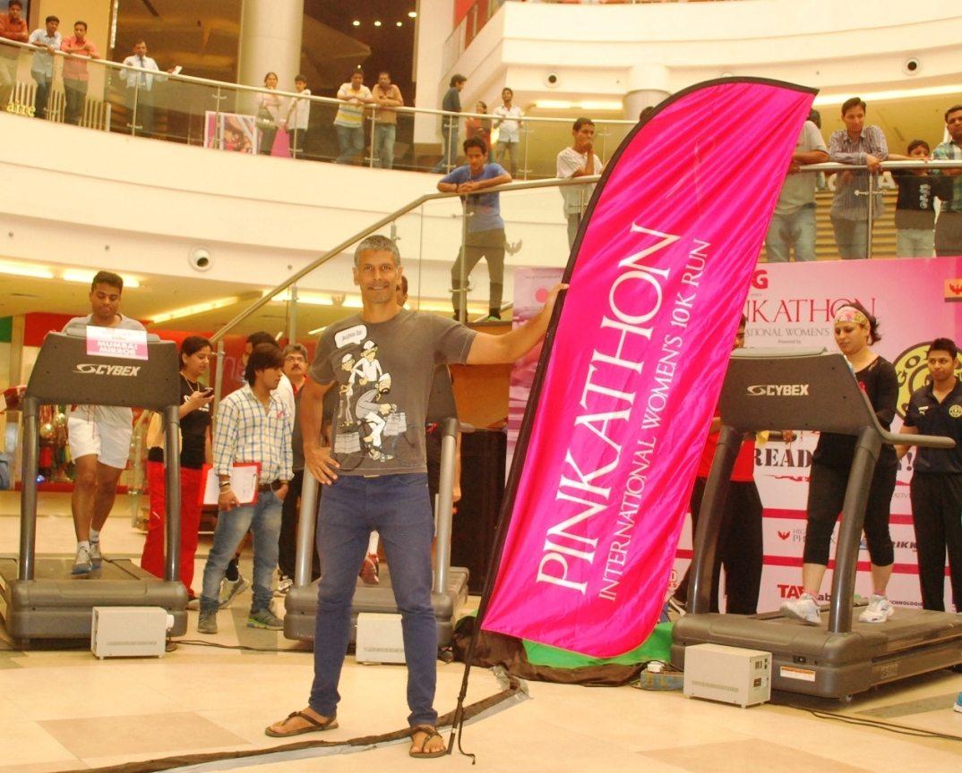 Founder of Pinkathon- Milind Soman at Treadathon event (1)