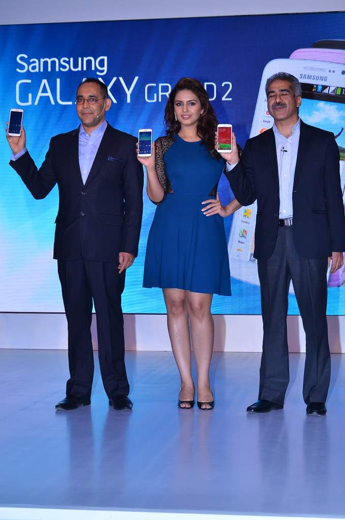 Huma qureshi galaxy grand 2 (1)