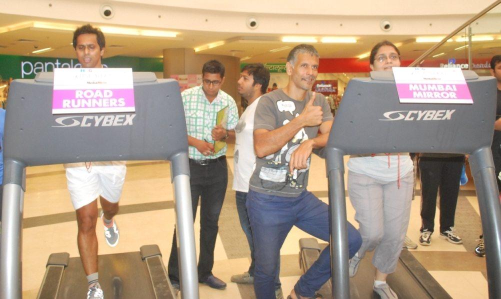 Milind Soman encouraging Tredathon participants