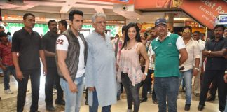 Om Puri and Shilpa Anand spotted on location of The Mall