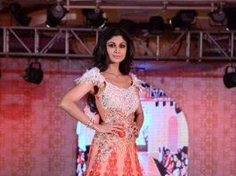 Shilpa Shetty walks the ramp at Rohit Verma's fashion show