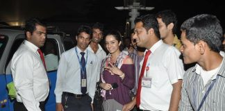 Shraddha Kapoor takes a cab from the airport? – Photos