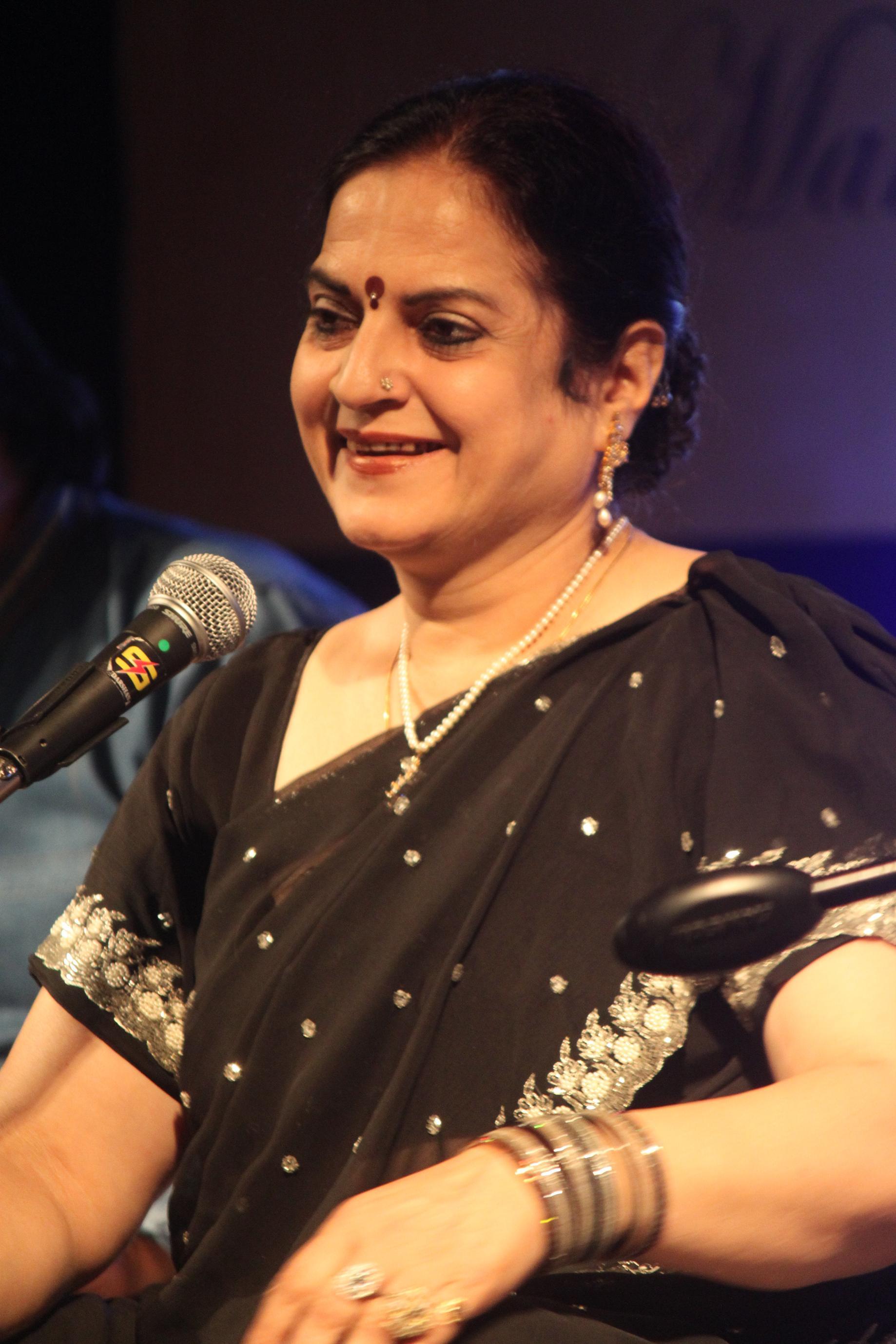 Singer Kanak Chaturvedi-performing