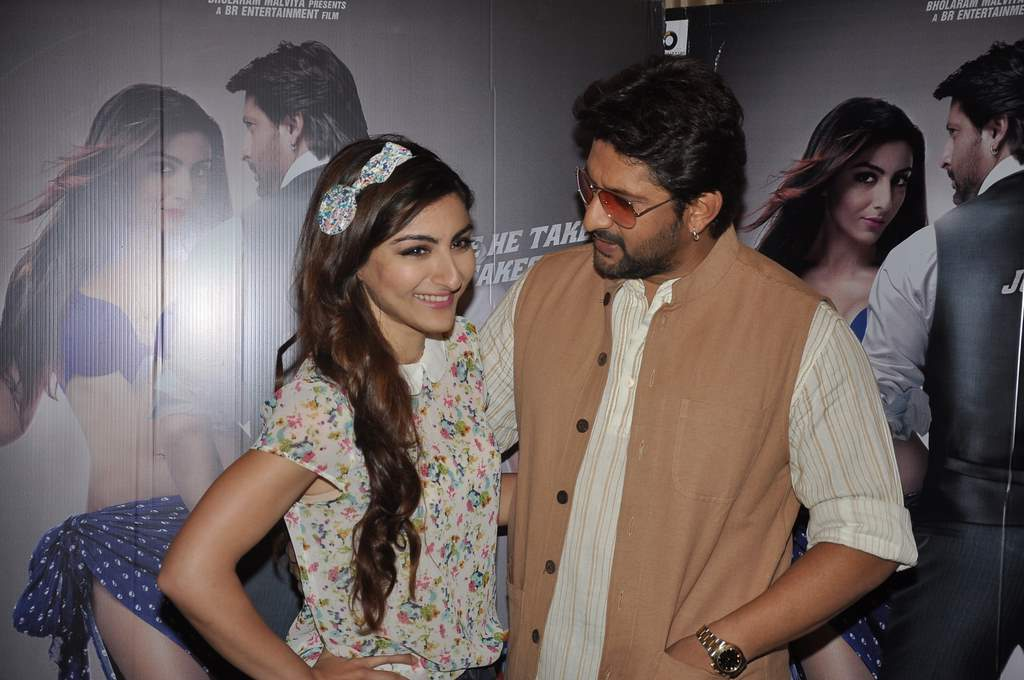 Soha and Arshad at Mr. Joe B.Carvalho press meet (1)