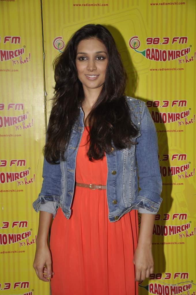 Abhay and preeti at radio mirchi (2)