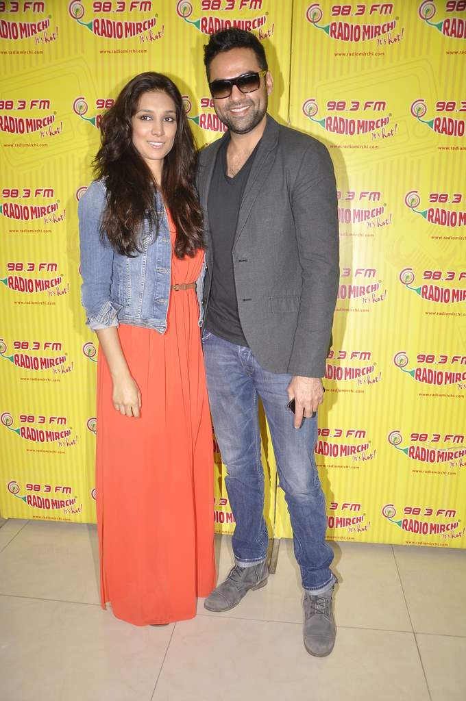 Abhay and preeti at radio mirchi (3)