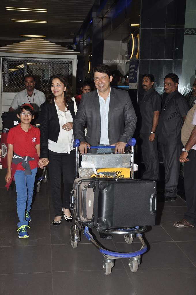 Airport celebs (4)