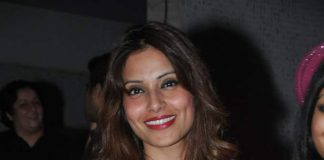 Bipasha Basu celebrates birthday with family and friends – Photos