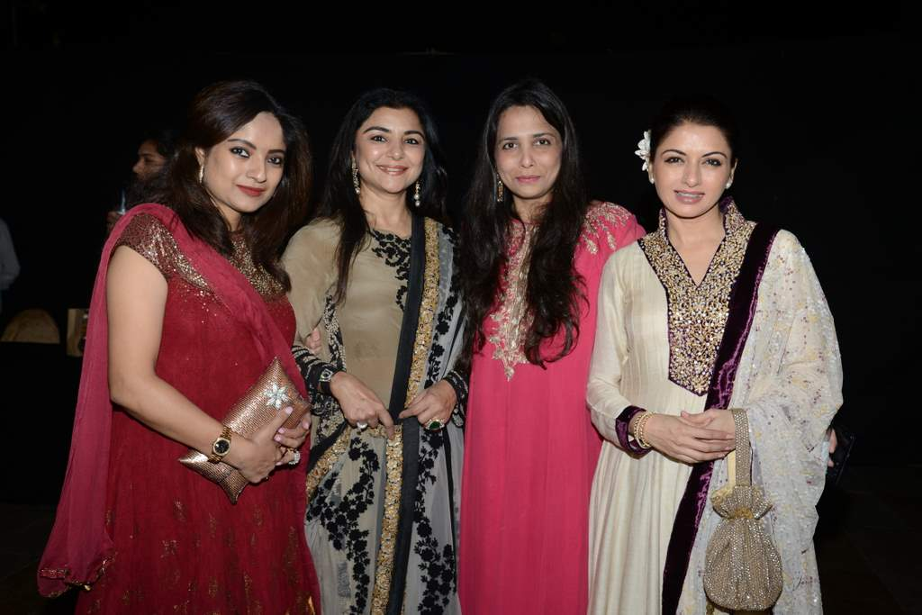 Celebrities at lohri bash (1)