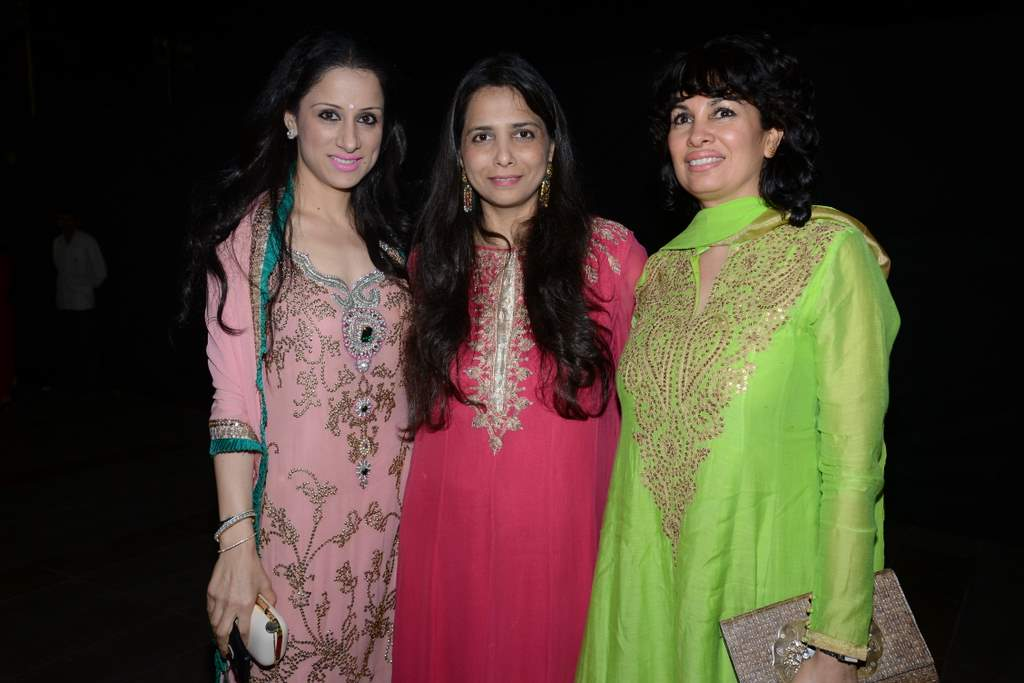 Celebrities at lohri bash (4)