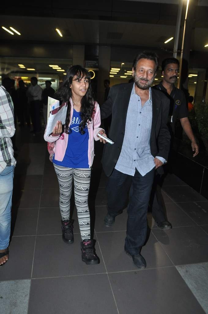 Celebs at airport (4)